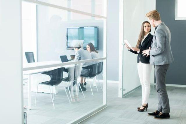 Dịch vụ thuê văn phòng và môi giới khác gì nhau